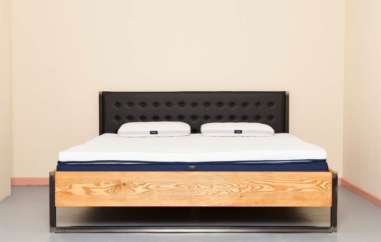 Minimalistic Industrial Upcycling Bed Bonnieux Johanenlies