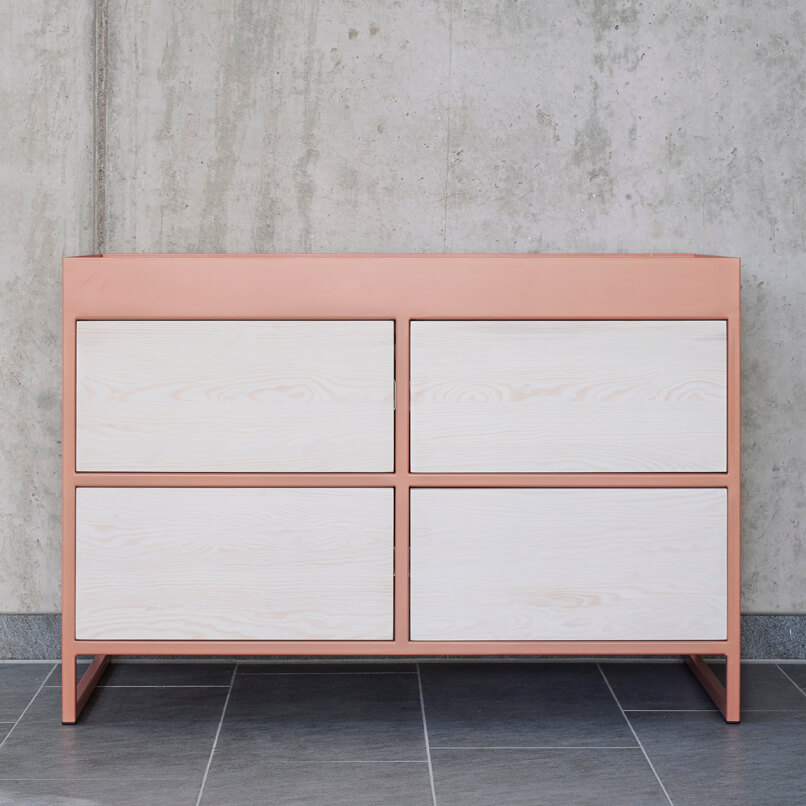 RAY sideboard aus recyceltem bauholz mit Stahl in beigerot